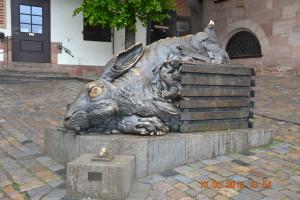 Нюрнберг. Скульптура Заяц у дома Дюрера